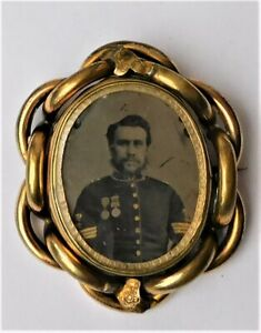 NO RESERVE c1870 Vintage Ambrotype Spinning Brooch Military Medals