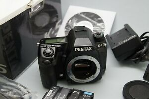 Pentax DSLR K-5, APS-C 16MPX, body + box and accesories. fully operating.