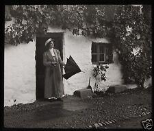 Glass Magic Lantern Slide EDWARDIAN LADY WITH UMBRELLA OUTSIDE COTTAGE C1910