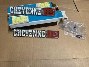 NOS GM 1971-72 Chevrolet C/K Pick Up Pickup Truck CHEYENNE 10 Fender Emblem Pair