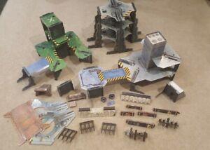 Classic Warhammer 40k or Necromunda Buildings + Scenery with 33 Bulkheads
