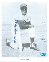 Tommie Agee Signed 8x10 Photo Psa/dna Autograph