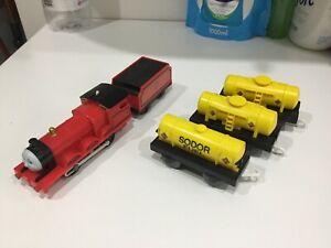 Tomy Trackmaster Thomas Tank Engine & Friends  Motorized James Train And Tankers