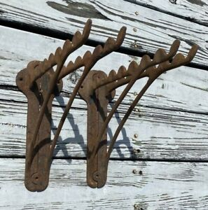 ANTIQUE 4 CAST IRON BRACKETS HORSE TACK HOOK HANGER HARNESS BARN COUNTRY STORE