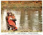 Внешний вид - Don't Look Now original 8x10 lobby card Donald Sutherland carries girl in red