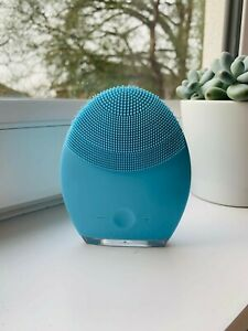 FOREO LUNA 2 Facial Spa Massager Full Size in Blue with Travel and Plug Charger