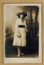 Carte Photo vintage card RPPC femme robe broderie anglaise chapeau kh005