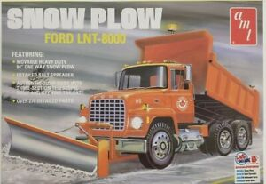 AMT1178 - Ford LNT-8000 Snow Plow 1/25 Scale Plastic Model Kit