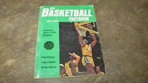 1972-1973 WILT CHAMBERLAIN on Cover of Pro Basketball Factbook Magazine Annual