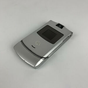 Vintage Motorola Razr V3 silver Flip Mobile Phone Won't Hold Charge