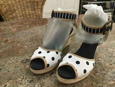 White Mountain Women's size 7 1/2 Navy & White Wedged Heel Sandals
