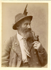 Allemagne, Munich, München, Tyrol, homme fumant la pipe, costume traditionnel  v