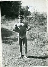 Photo snapshot homme musclé torse nu nature gay interest beach man