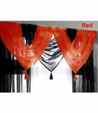 Rideaux et cantonnières rouge en voile pour la cuisine