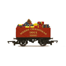 More details for hornby oo gauge 1:72 scale plank wagon christmas wagon 2021 (r60015)