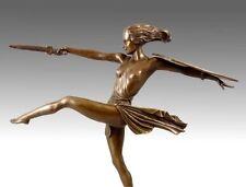 Großartige ART DECO Bronze Figur AMAZONE MIT SCHWERT, signiert