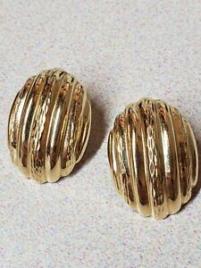 Large solid yellow gold 14k clip earrings scalloped shell diamond cut classy MOD