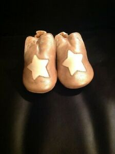 Toddler/kid new Easy Peasy slip on beige leather bootie size 22/23