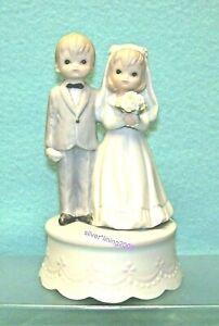 VINTAGE BRIDE & GROOM FIGURINE LEFTON CERAMIC CAKE TOPPER with MUSIC BOX 1982