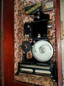 Projecteur Pathe Baby Avec sa boîte D' Origine/ 66 Films Pathé Baby 9.5mm.