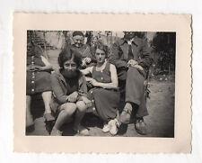 PHOTO ANCIENNE Curiosité Photo ratée Tête coupée 1939 Groupe Snapshot Vintage