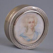 Boîte rond en argent massif avec miniature portrait de femme de qualité