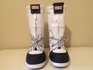 HUNTER ORIGINAL WATERPROOF SNOW BOOTS SIZE 5/ 36 IN BLACK AND WHITE
