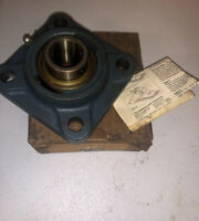 SKF FY 1 TM FLANGE BEARING UNIT, NEW AND FREE SHIPPING