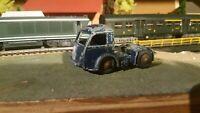 Dinky Toys  jouet ancien tracteur Panhard  véhicule miniatures