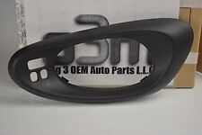 2002-2009 Chevrolet Trailblazer Drivers LH Front Door Handle Bezel w/ Memory Pkg