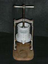 Seltene und kuriose alte originale FRAUENLOB Traubenpresse mit Porzellenteile