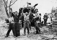 Enmarcado impresión de-Guerra Coreana Us Marine captura soldados de Corea del Norte (militar)