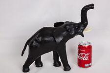 Magnique éléphant en cuir 33cm x 31cm