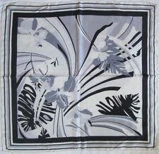 -Superbe Foulard noir et balnc   100% soie  TBEG  vintage scarf  83 x 86 cm