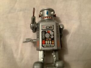 Clockwork Tin Plate Robot working with key approx 9cms tall  (A)