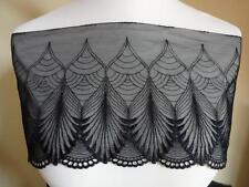 Elastische Spitze aus St Gallen in schwarz mit etwas Lurex  19cm breit