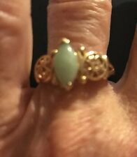10k Yellow Gold Green Jade Ring It Has Filigree In The Sides If The Band.