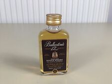 Mignonnette mini bottle non ouverte , whiskey whisky ballantines 12 ans d'age