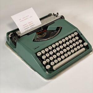 1980 Vintage Olivetti Lettera 82 Green typewriter manual portable Working