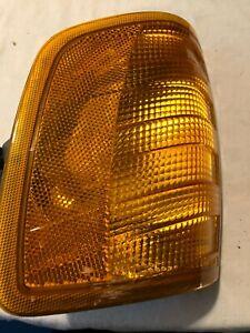 1987-93 Mercedes-Benz 300E MARKER LIGHT LH CORNER SIGNAL 305 233 930