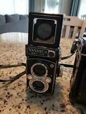 Yashica Mat-124 TLR 120/220 film camera with case very clean