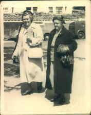 2 OLD LADIES CARS IN REAR REAL ORIGINAL PHOTOGRAPH PHOTO 1930'S SOCIAL HISTORY