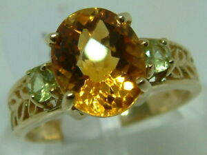 ATTRACTIVE 9CT YELLOW GOLD PINEAPPLE-CUT CITRINE AND PERIDOT BAND STYLE RING