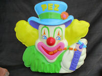 VINTAGE 1970s PEZ DISPLAY TOPPER SIGN CLOWN HOLDING NO FEET PILOT DISPENSER