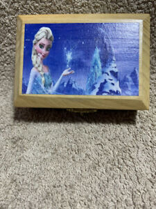 Elsa Frozen Musical Box Gift Playing the tune Frozen