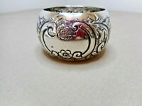 ANTIQUE ENGLISH REPOUSSE STERLING SILVER SERVIETTE NAPKIN RING 1905   P2237