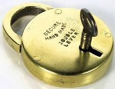 "Candado de latón antiguo ""hecho a mano"" con llave-Circular/disco-Mi ref P126"