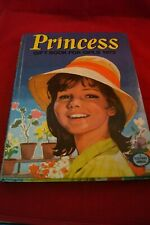 PRINCESS GIFT BOOK FOR GIRLS 1973