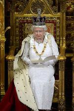 Queen Elizabeth II 10 x 8 UNSIGNED photo - P1022