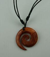Koru  Maori Carving  Neuseeland  gefärbt